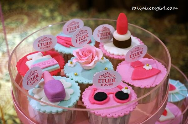 We got a share of these cute, lovely cupcakes!