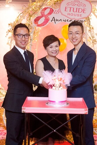 Cake cutting ceremony by top management from Etude House Korea, Etude House Malaysia and makeup maestro, Dave Kim Myung Joon