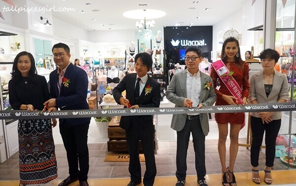 Mr. Takashi Watanabe, Executive Director of Wacoal Malaysia officiated the opening ceremony with other invited VIPs