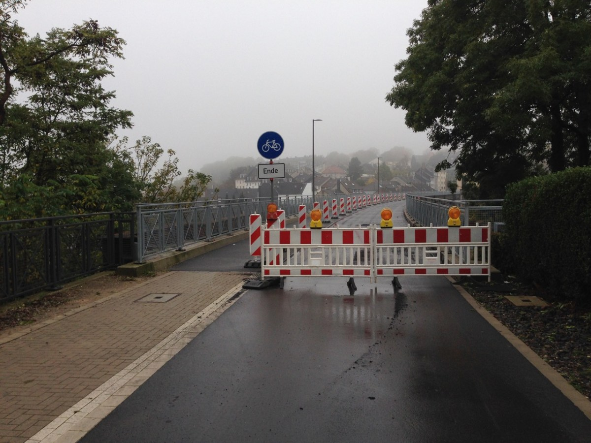 Nordbahntrasse: Aspahltarbeiten auf dem Steinweg-Viadukt