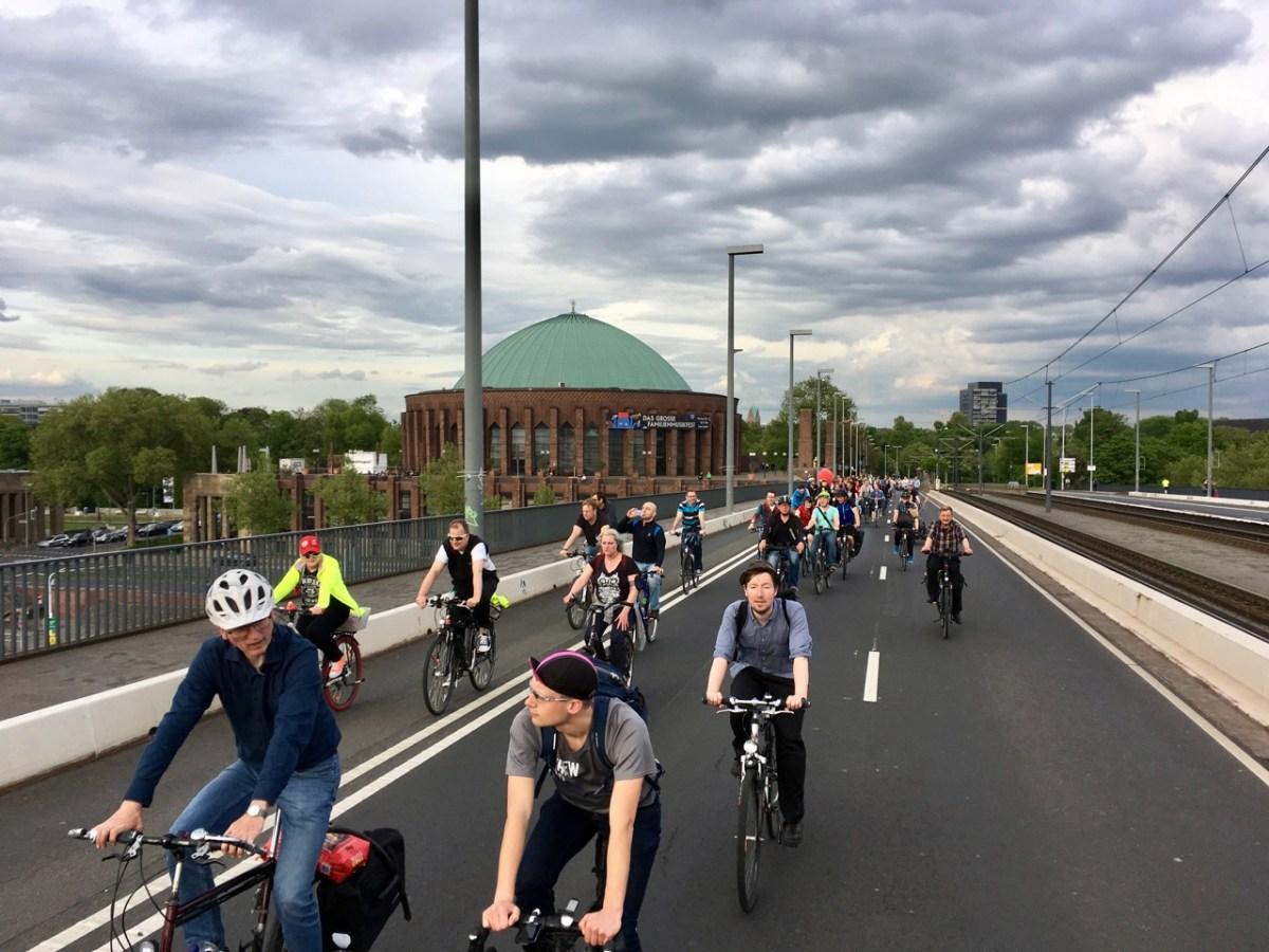 CM-Tourismus: 92 Radfahrende in Düsseldorf