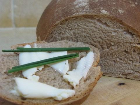 בזעת אפיך (והמיקסר) תאכל לחם: לחם שיפון מעולה שיהרוס לכולם את הדיאטה.