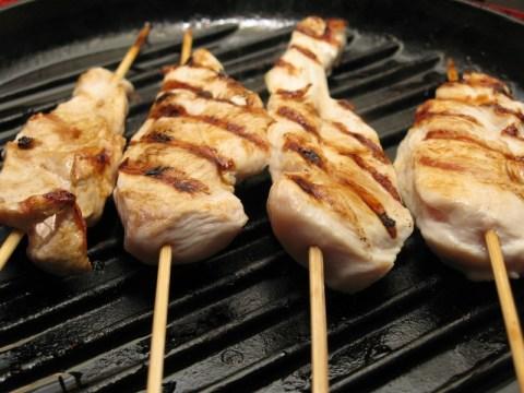 מטגנים את הבשר