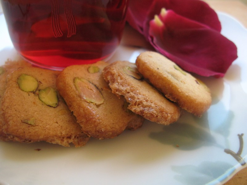 עוגיות חמאה עם פיסטוקים וחמוציות