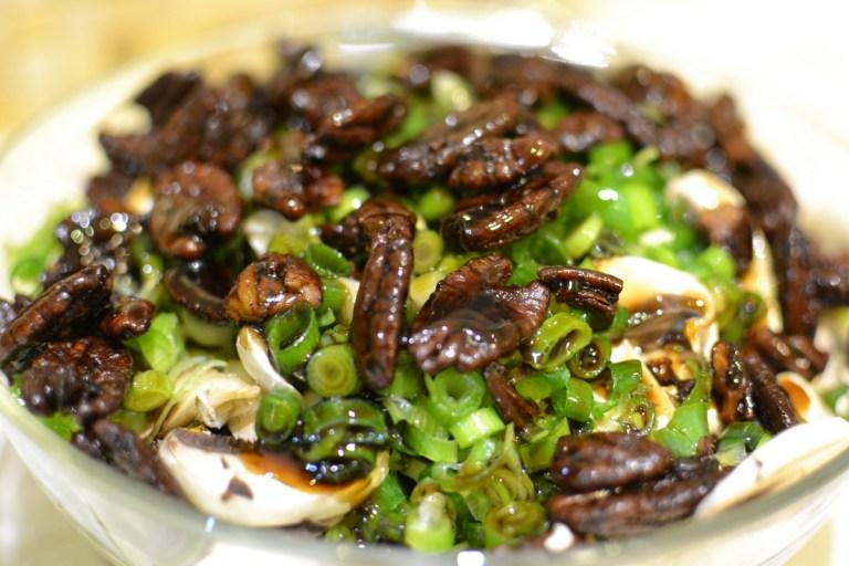 סלט פטריות עם אגוזי פקאן סיניים