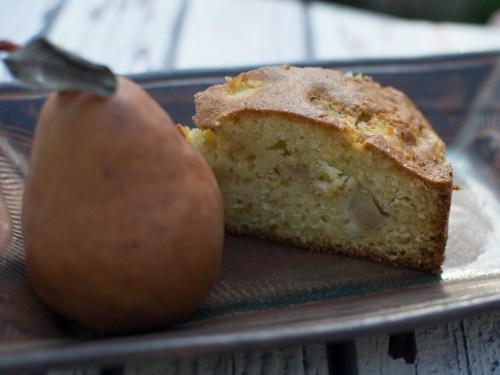 עוגת אגסים מתובלים ומרציפן
