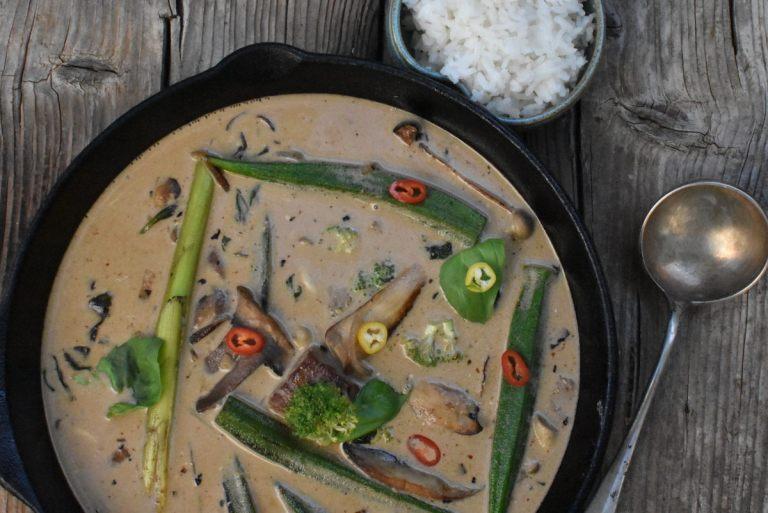 תבשיל סינטה בחלב קוקוס עם קארי וירקות