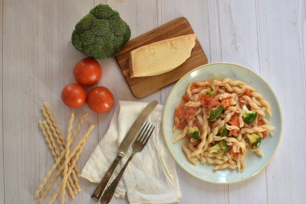 פסטה ברוטב עגבניות וברוקולי