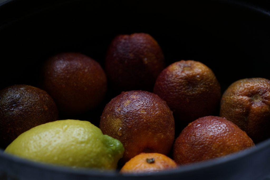 תפוזי דם לריבה לפני הבישול