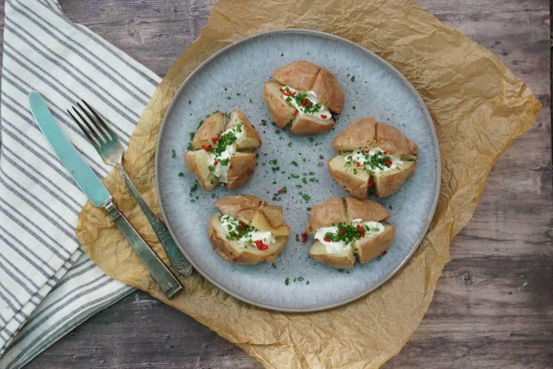 תפוחי אדמה בתנור עם שמנת חמוצה