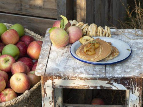 פנקייק פרווה עם מיץ תפוחים