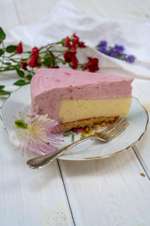 עוגת גבינה עם מוס פטל