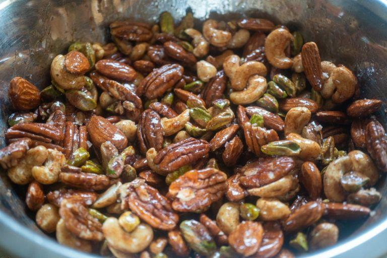 תערובת אגוזים במייפל