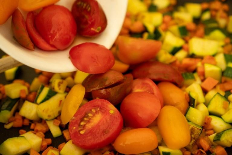 הוספת עגבניות