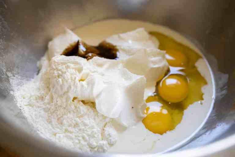 הכנת הבלילהשל עוגת גבינה ותפוחים