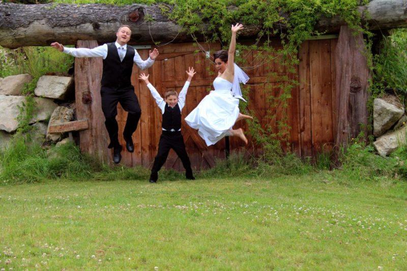 wedding.jumping.web_