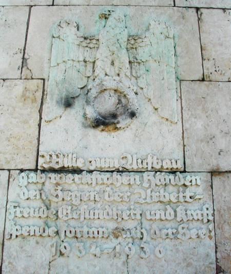 Nazi-Denkmal am Maschsee, Hannover: Wille zum Aufbau gab werkfrohen Händen den Segen der Arbeit. Freude, Gesundheit und Kraft spende fortan euch der See!