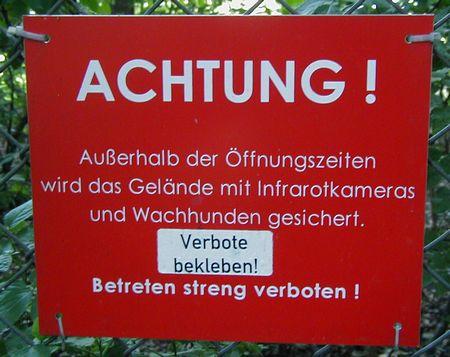 ACHTUNG! Außerhalb der Öffnungszeiten wird das Gelände mit Infrarotkameras und Wachhunden gesichert. Betreten streng verboten!