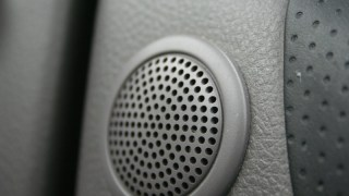 ソニックデザイン 50系プリウス専用スピーカー発表