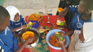 Cleaning out the papayas for jam!!