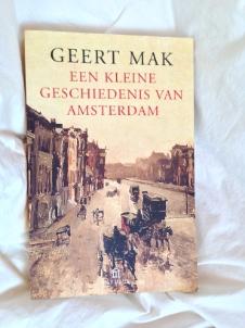 Ik las Een kleine geschiedenis van Amsterdam door Geert Mak