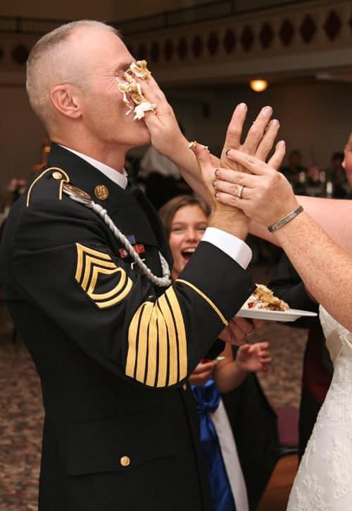 cake smashing must-have wedding photo