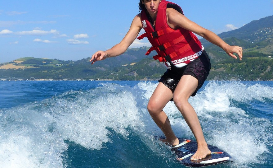 wake surfing