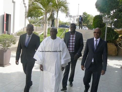 Le-ministre-Aly-Ngouille-Ndiaye-accueilli-par-le-Dg-de-SGO-et-le-DMG