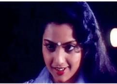 Vaanathil Aadum Oor Nilavu (Female) Song Lyrics With English Translation 2021