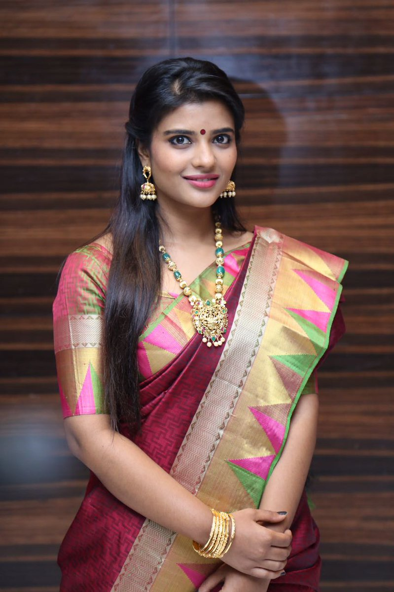 Cute N Lovely Wallpapers Top 25 Aishwarya Rajesh Beautiful Wallpapers And New