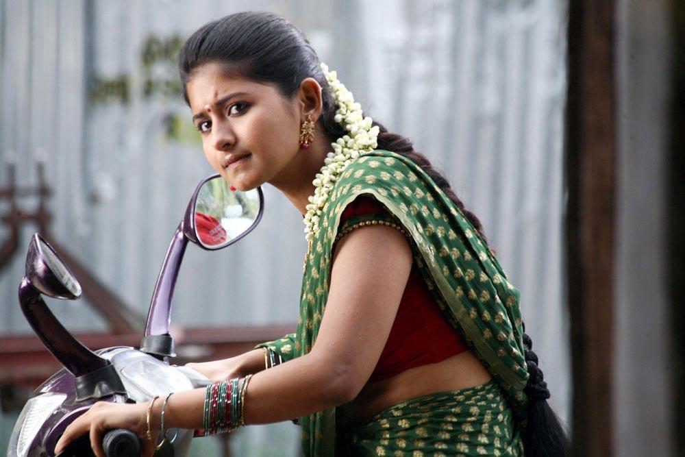 Hot Reshmi Menon HD Photos Images And Wallpapers