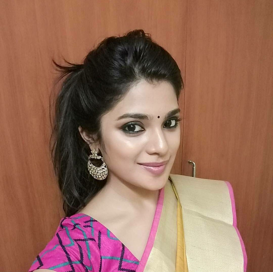 Tamil Movie Wallpapers With Quotes Actress Aathmika Beautiful Images And Photos Collections