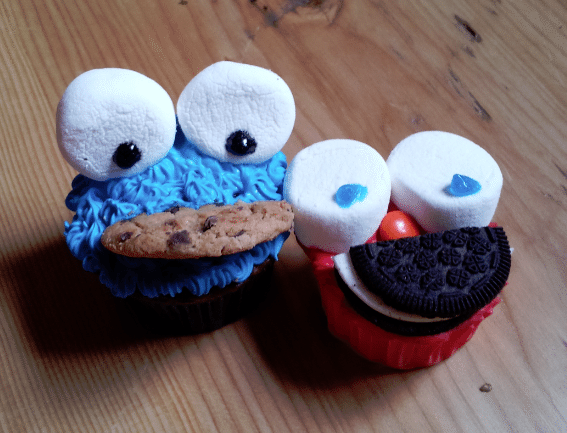 cookie monster cupcake and elmo cupcake