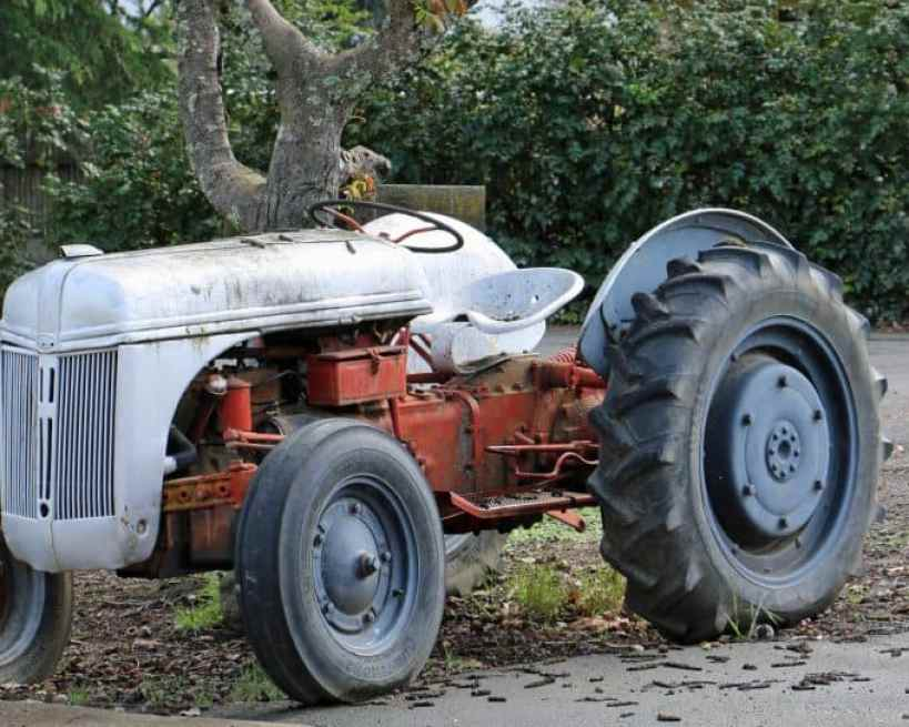 Tractor at Saddleback Cellars