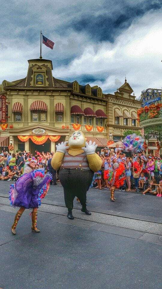 goofy character walt disney world parade