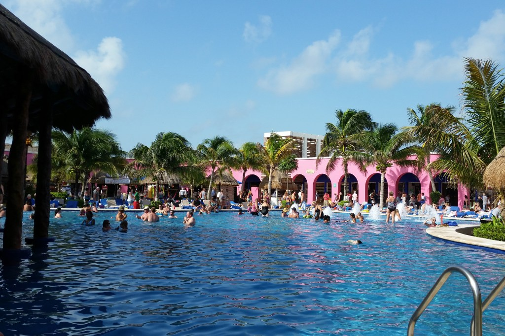 pool by Senor` Frogs in cruise terminal Costa Maya