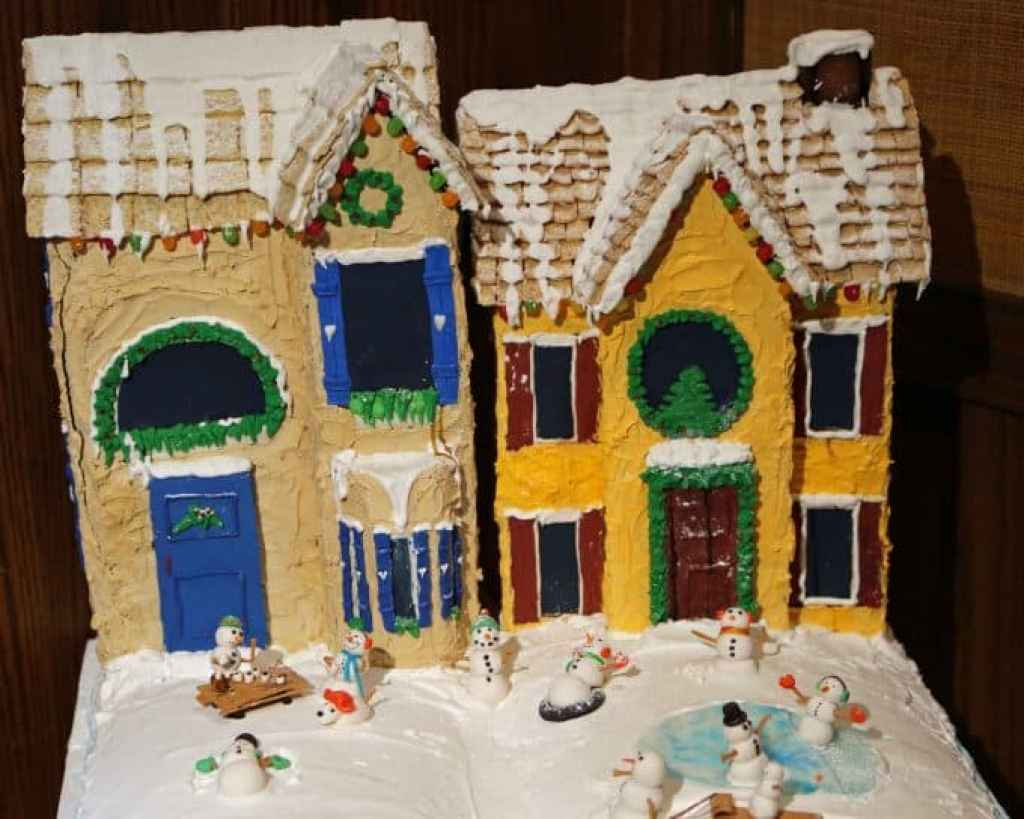 Blog snowmen playing in front of gingerbread houses