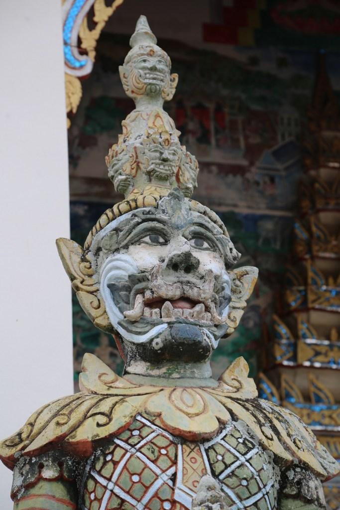 Chaing Khan Thailand temple statue 2