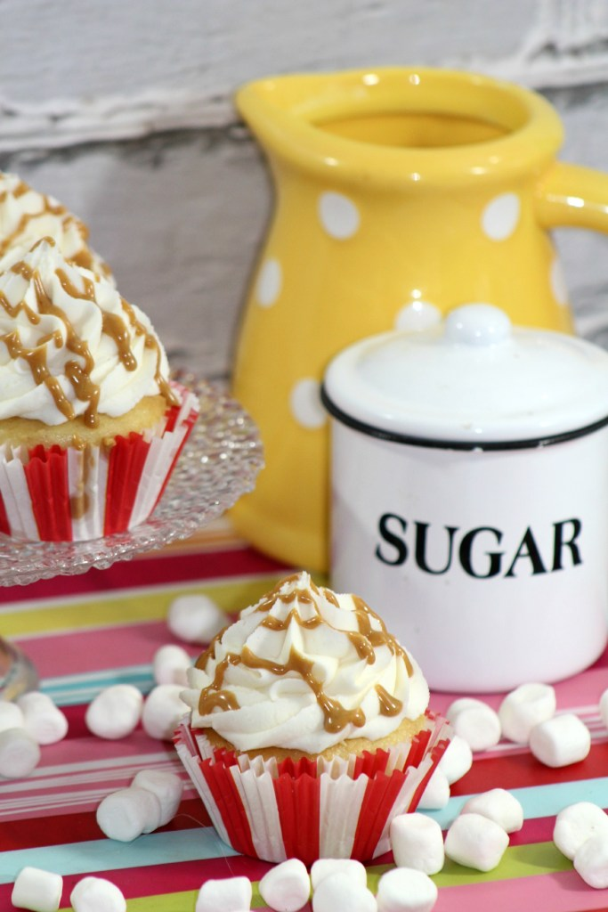 Easy Homemade Fluffernutter Cupcakes Recipe! The perfect combination of peanut butter and marshmallow! Great for birthday parties, picnics, barbecues or any day of the week.Great family desserts