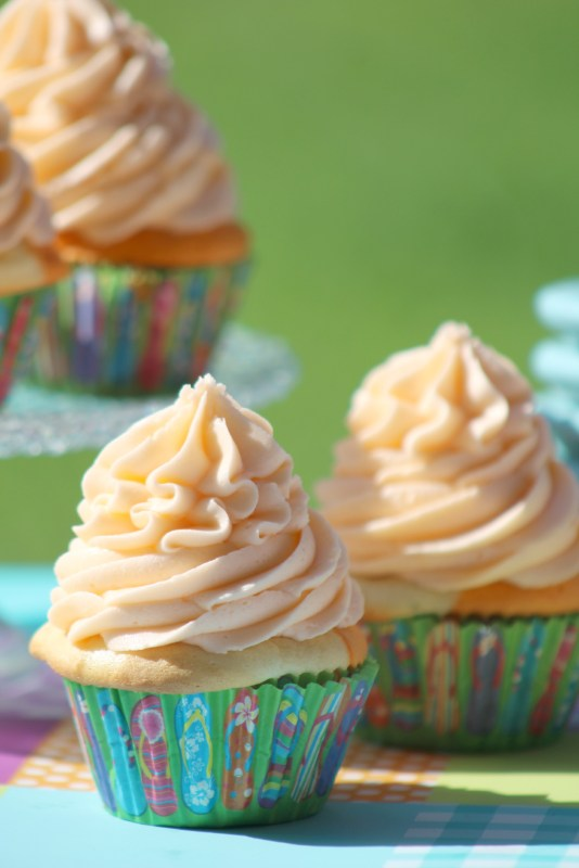 Orange Julius Creamsicle Cupcakes are the perfect sweet treat! Made from scratch these cupcakes are great for birthday parties, baby showers, bridal showers, picnics, barbecues and summer fun