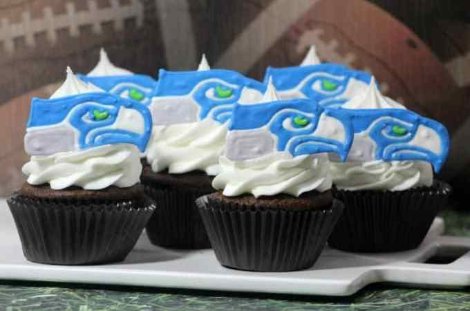 It's Football Time! Check out this amazing Seahawks Cupcake Recipe