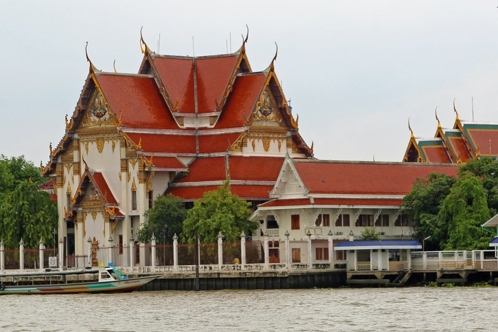 Choa Phraya River Boat tour with temple