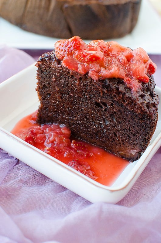 Crock Pot Strawberry Chocolate Cake Recipe! This slow cooker dessert tastes amazing and is so easy to make.