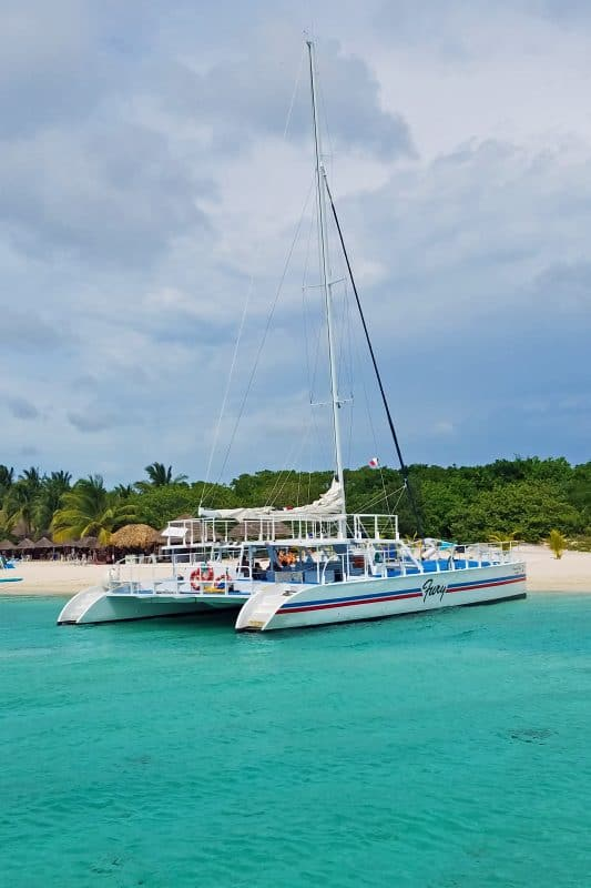 Deluxe Beach, Catamaran Sail and Snorkel Excursion in Cozumel, Mexico