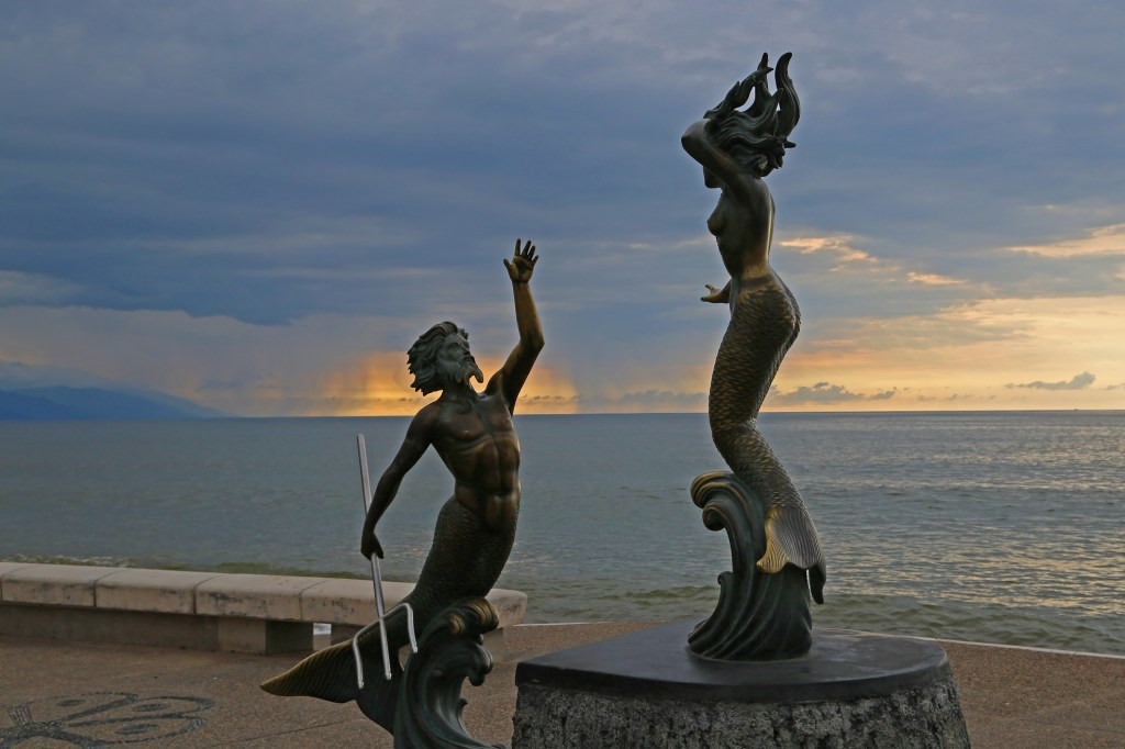 awsome-statue-on-the-malecon-puerto-vallarta-mexico