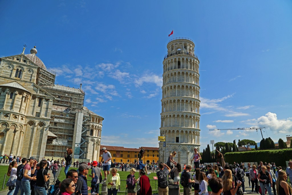 people-everywhere-at-pisa