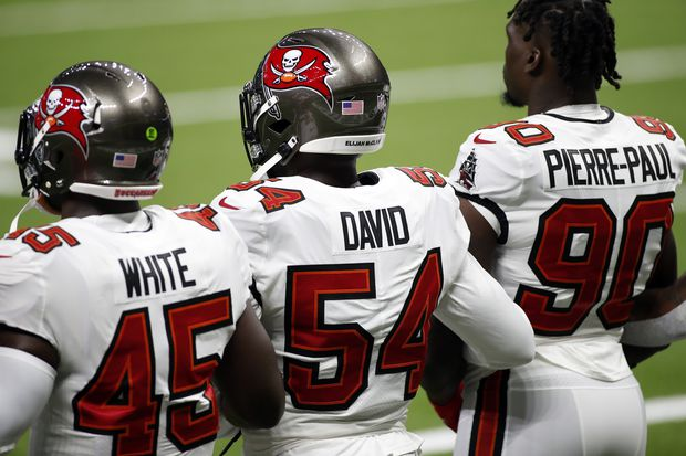 Tampa Bay Buccaneers linebackers Devin White (45) Lavonte David (54), and Jason Pierre-Paul (90) before a game against the New Orleans Saints.