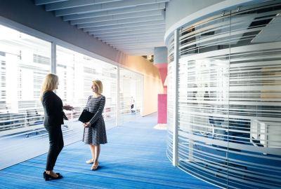 Työssäkäyvien TOP 3 -haaveet: saavutettavuus julkisilla liikennevälineillä, säädettävä työpiste ja oma työhuone