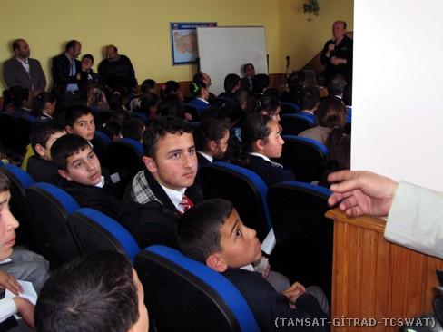 Öğrencilerin konuyla ilgili soruları dinlenirken.