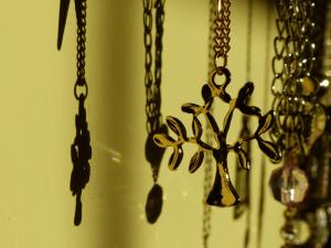 tanahoy.com abundance necklace